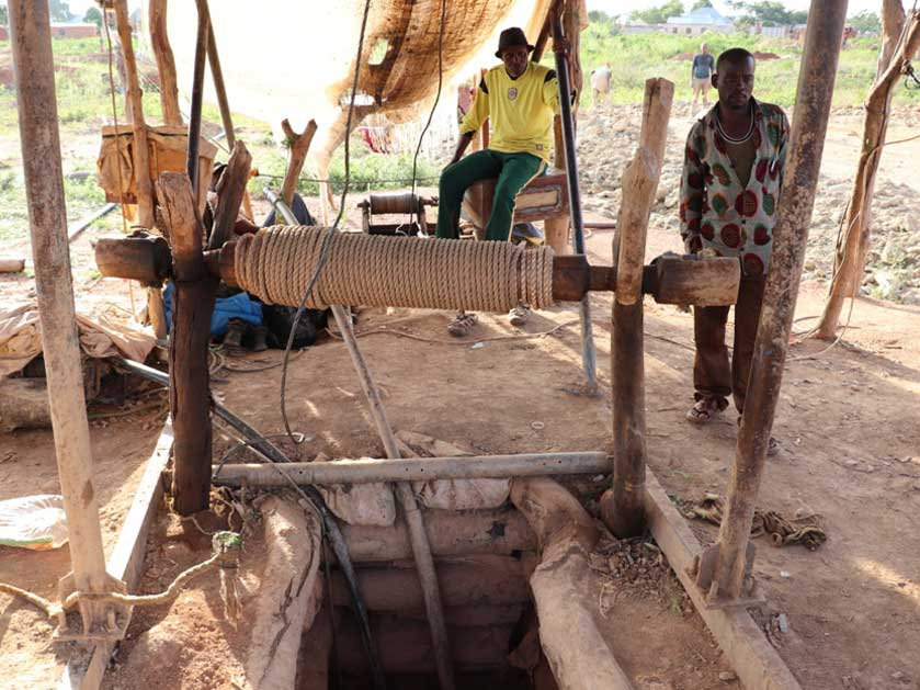 Underground artisanal gemstone mining in Tanzania. Photo credit: TDI Sustainability.